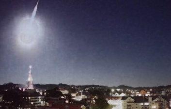 Meteoro transforma noite em dia por alguns instantes no Rio Grande do Sul