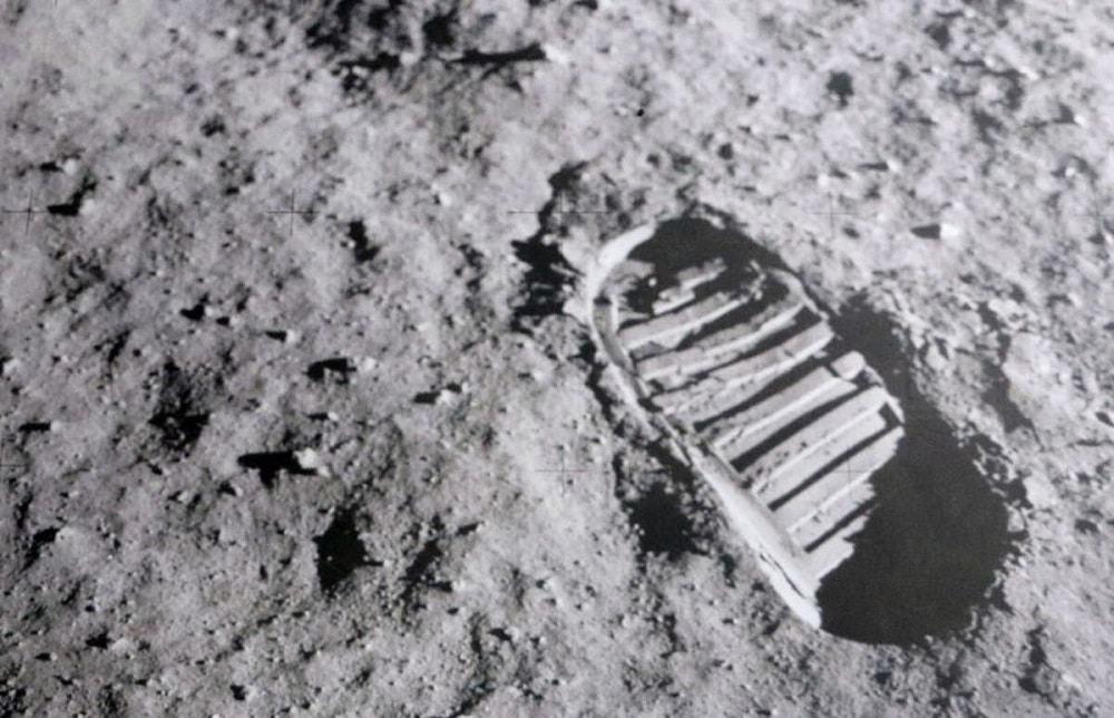 Pegada do primeiro passo humano em solo lunar