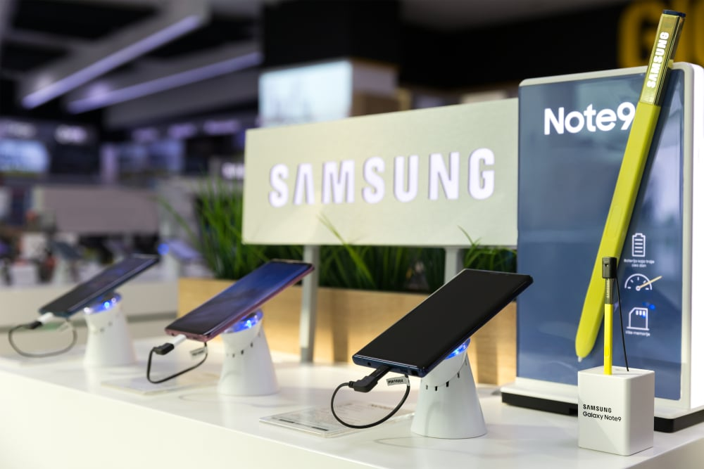 Samsung cell phones on display