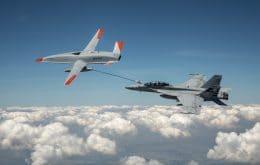 Estados Unidos usa drone para reabastecer aeronave de combate em movimento
