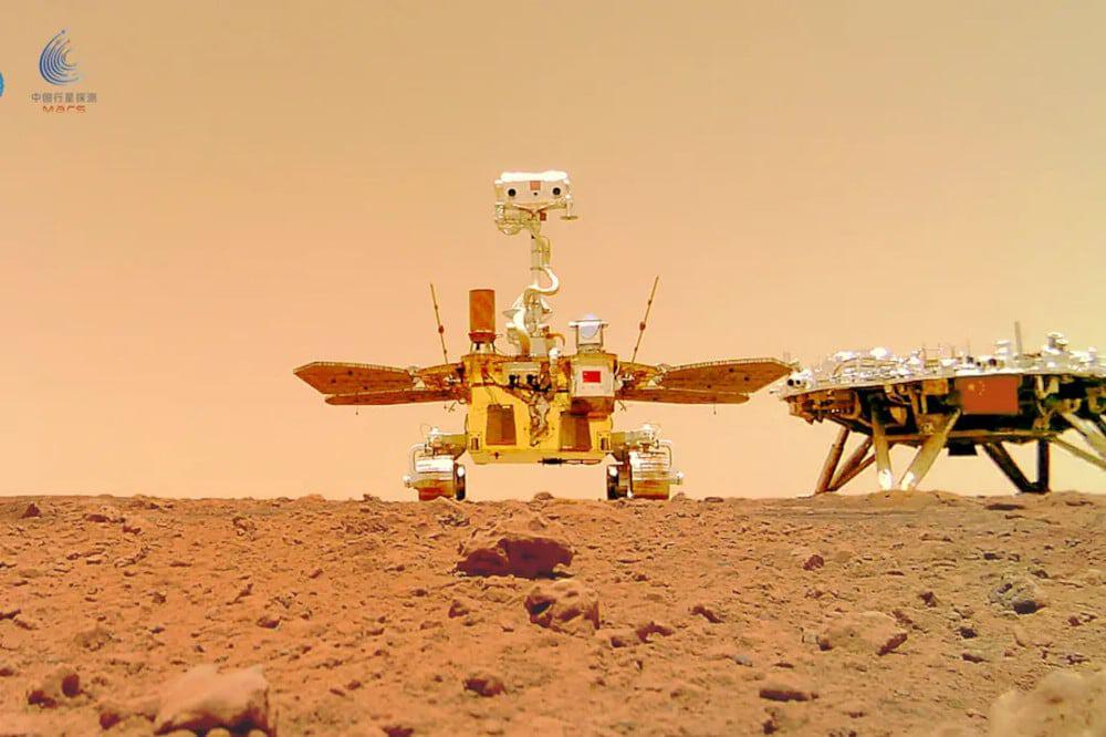 O rover Zhurong, parte da missão Tianwen-1, da China, que ficará offline até novembro deste ano