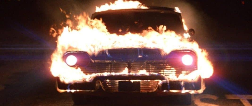 Christine, um veículo Plymouth Fury 1958, em chamas
