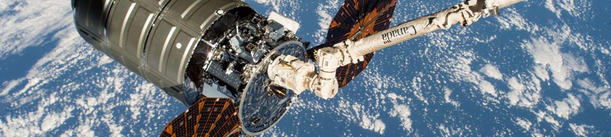 Imagem mostra a espaçonave Cygnus acoplada à Estação Espacial Internacional
