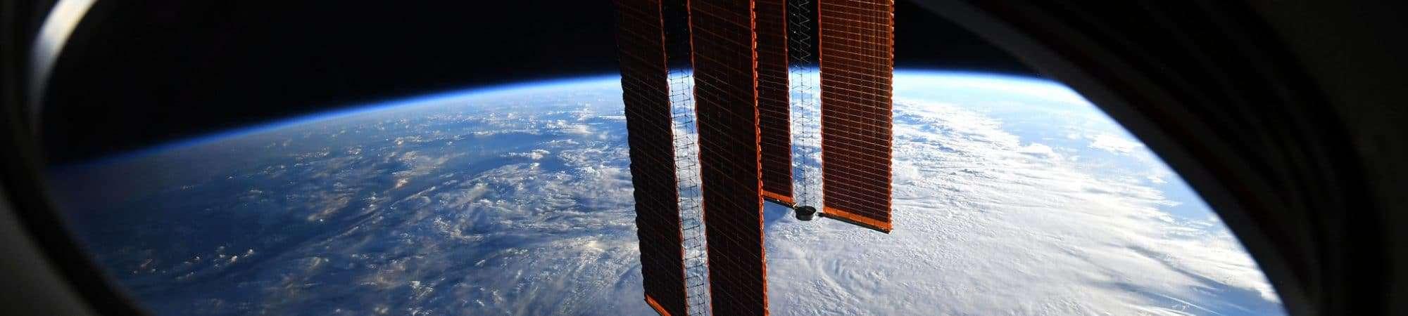 janela-estacao-espacial-2000x450