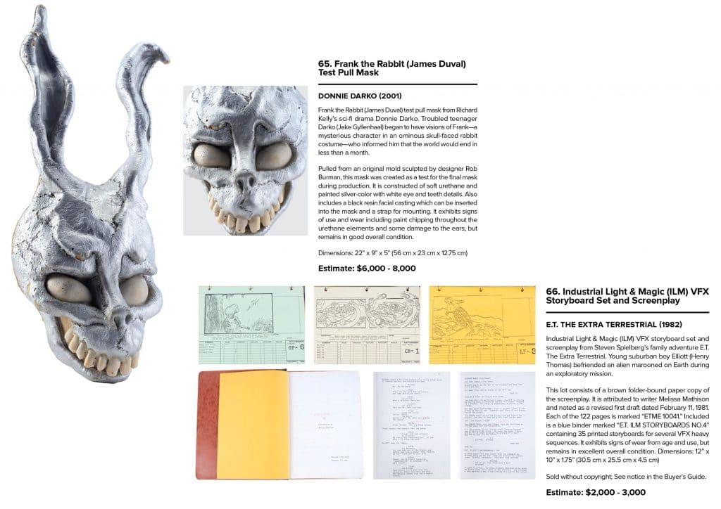 Imagem exibe máscara utilizada em Donnie Darko e páginas do roteiro de E.T.: o extraterrestre.