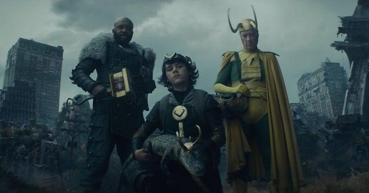 Kid Loki, Loki Crocodilo, Loki Clássico e Loki Orgulhoso aparecem na cena pós-creditos. Imagem: Reprodução/Marvel Studios