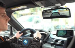 BMW patenteia retrovisores virtuais com projeção de imagens nas janelas
