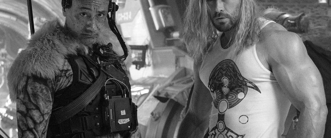 Que braço! Chris Hemsworth aparece (muito) forte em último dia de 'Thor 4'. Imagem: Instagram/Reprodução