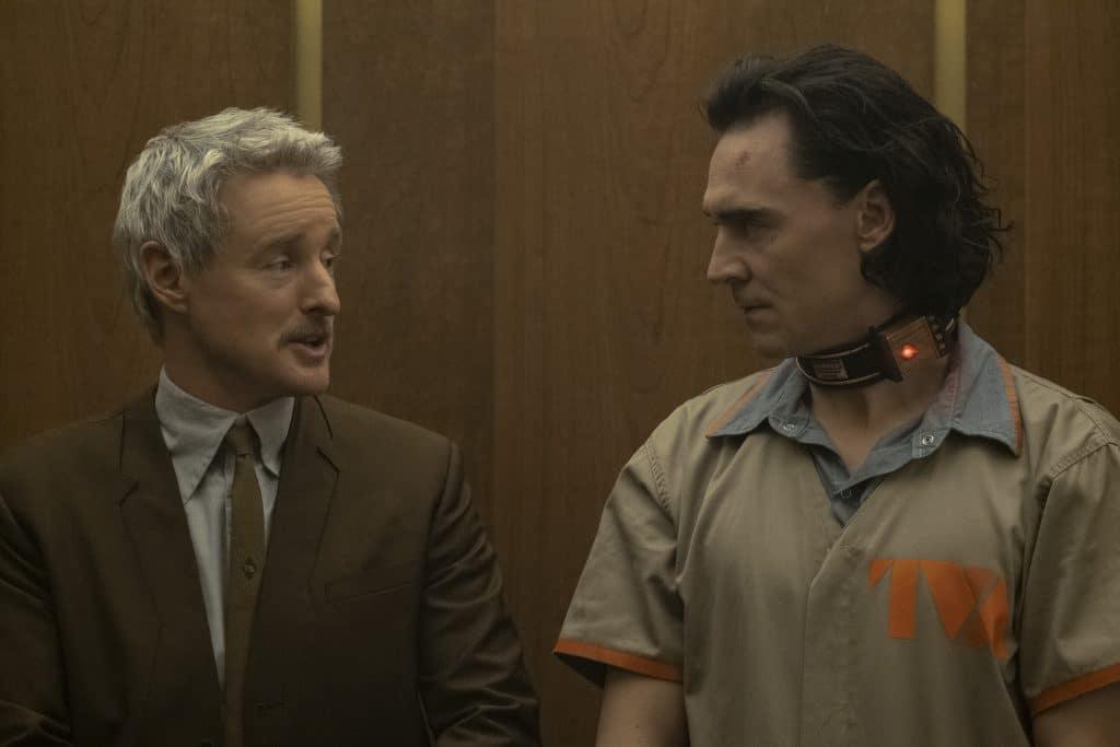 Mobius, interpretado por Owen Wilson, recruta Loki (Tom Hiddleston) para trabalhar com ele.