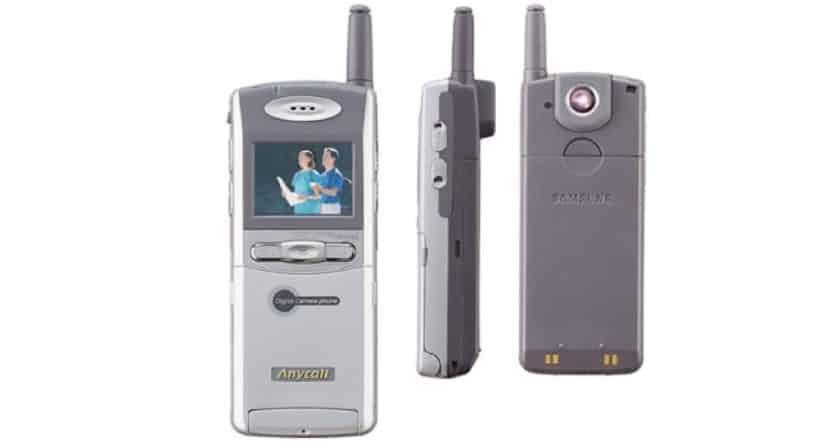 Imagem mostra o SCH-V200 da Samsung: celular com câmera seria o primeiro de seu tipo, segundo a fabricante