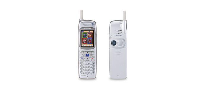 Imagem mostra o Sharp J-Phone, o primeiro celular com câmera a dispensar o uso de um computador para transferir os arquivos de imagem