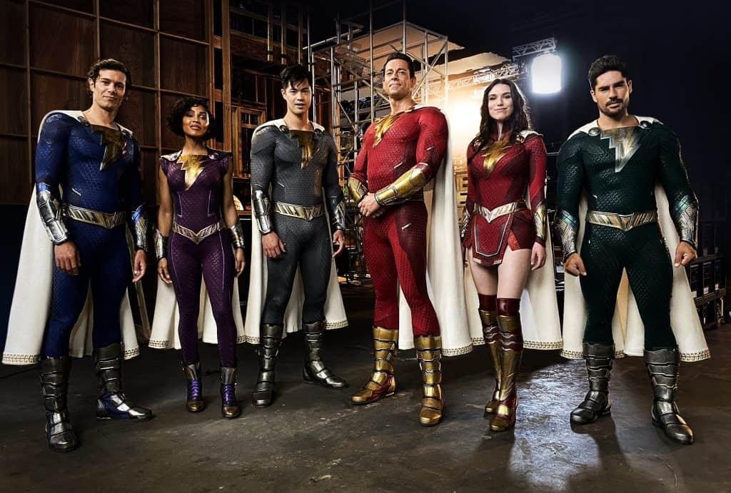 Shazam 2: diretor compartilha foto dos novos trajes da família Shazam no filme. Imagem: Twitter/Reprodução