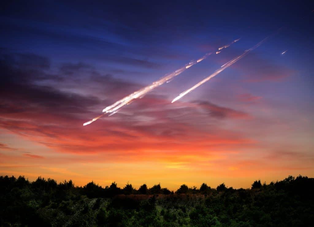 Imagem mostra arte que simula meteoritos descendo em direção à Terra