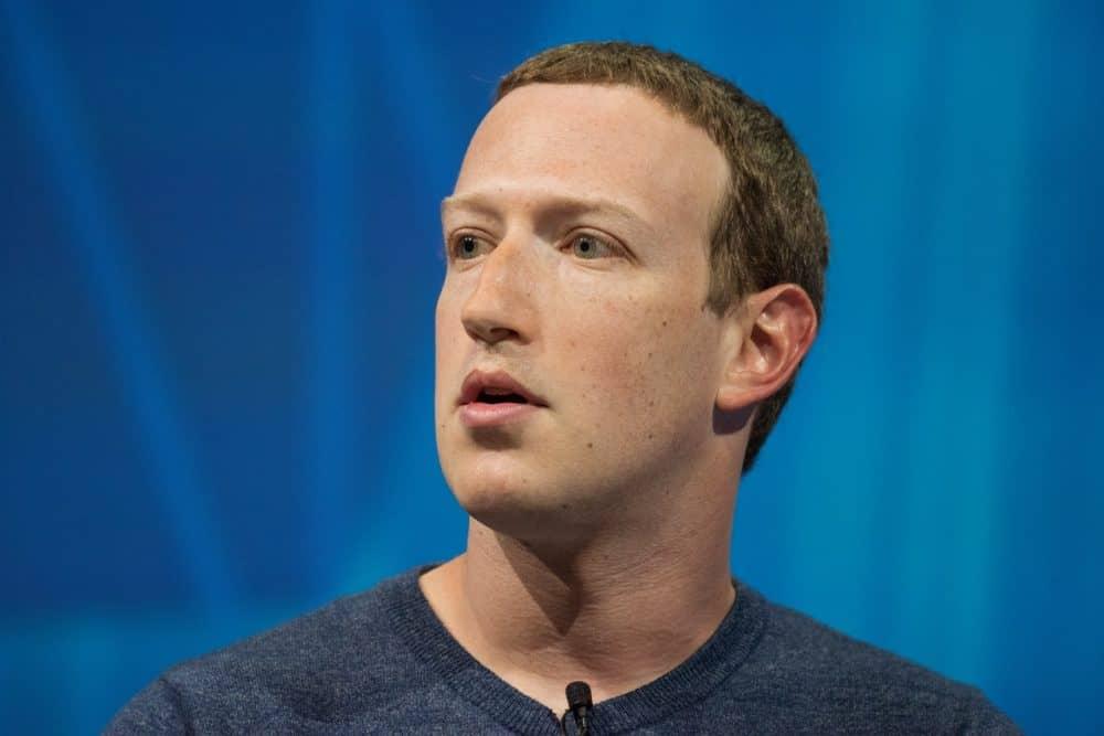 Facebook fecha parceria com a Ray-Ban para lançar seu primeiro óculos  inteligente - Olhar Digital