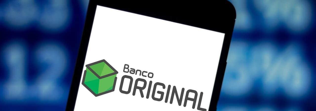 Logo do Banco Original exibido em smartphone