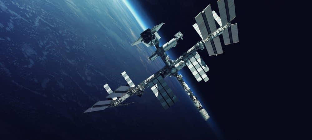 Estação Espacial Internacional sobre o planeta Terra