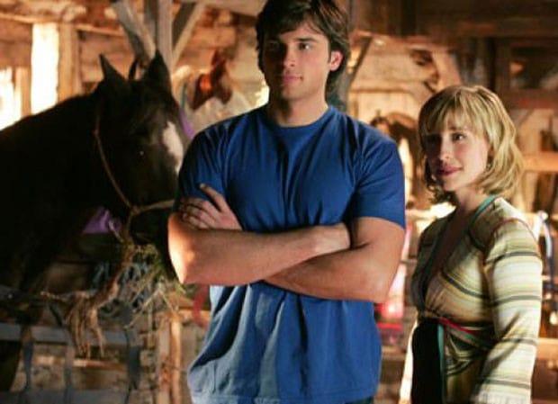 Allison Mack e Tom Welling em cena de 'Smallville'. Imagem: The CW Television Network/Divulgação