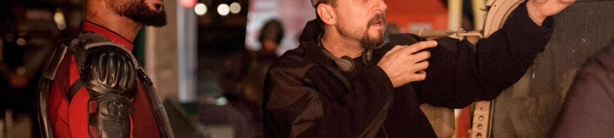 Imagem de bastidores mostra Will Smith ao lado de David Ayer, que parece dar instruções sobre cena em set de 'Esquadrão Suicida'