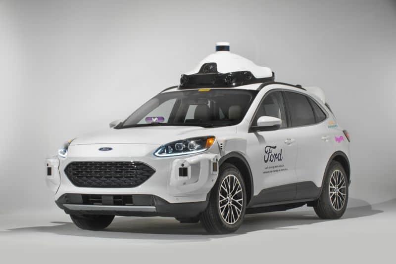 Carros autônomos da Ford estarão disponíveis para viagens com o app da Lyft no fim de 2021. Imagem: Lyft/Divulgação