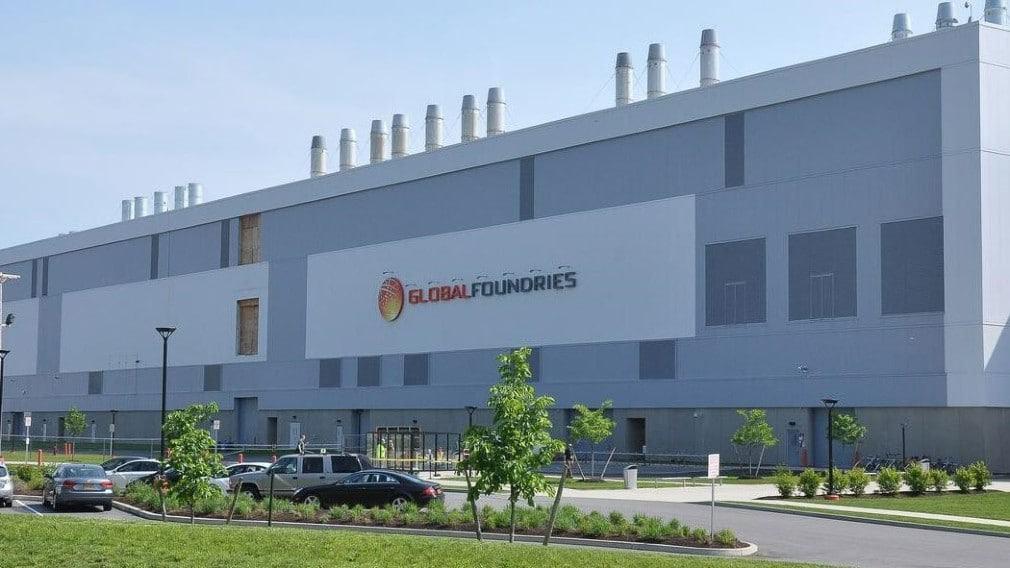 Imagem mostra a fachada da Foundries, empresa de produção de componentes para chips semicondutores. Rumores indicam que a Intel pode comprar a GlobalFoundries por US$ 30 bilhões