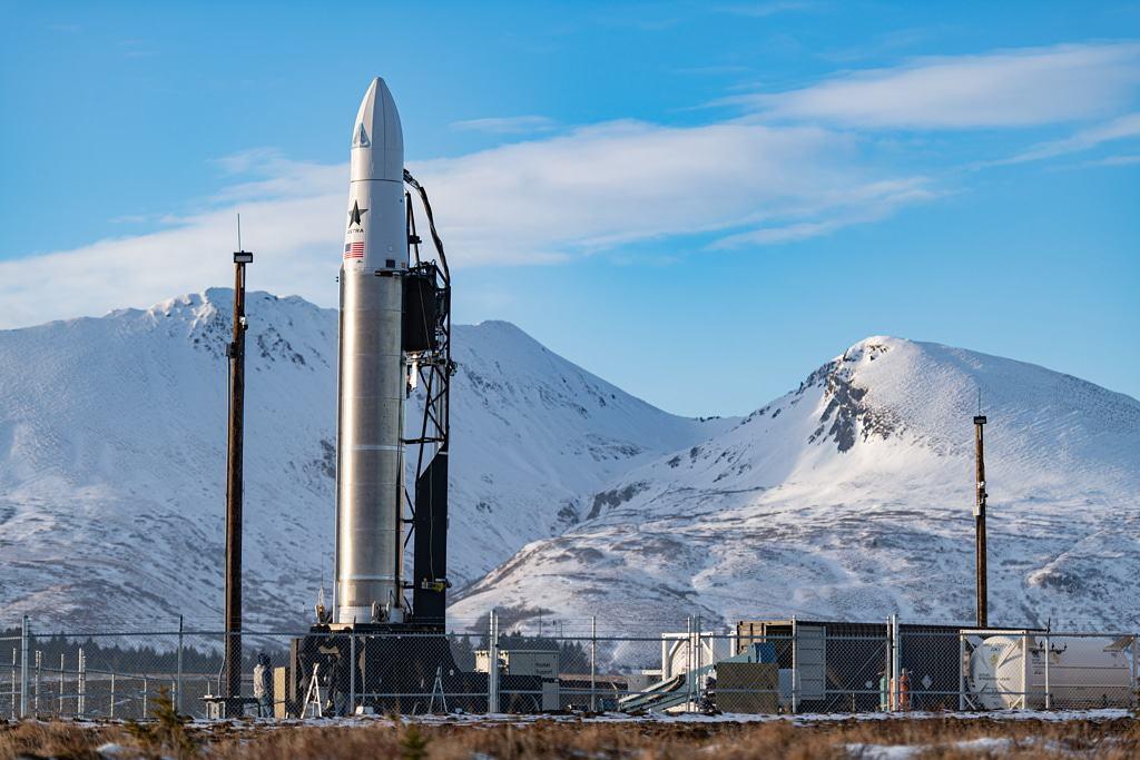 Imagem mostra um foguete Rocket 3.2, da Astra. Empresa quer garantir 300 lançamentos por ano até 2025