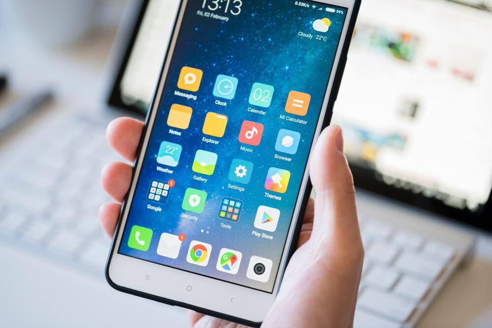 Celular Android com a tela ligada