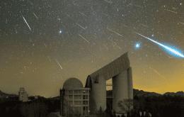 La noche se convierte en día: un meteorito de fuego explota en los cielos de Noruega