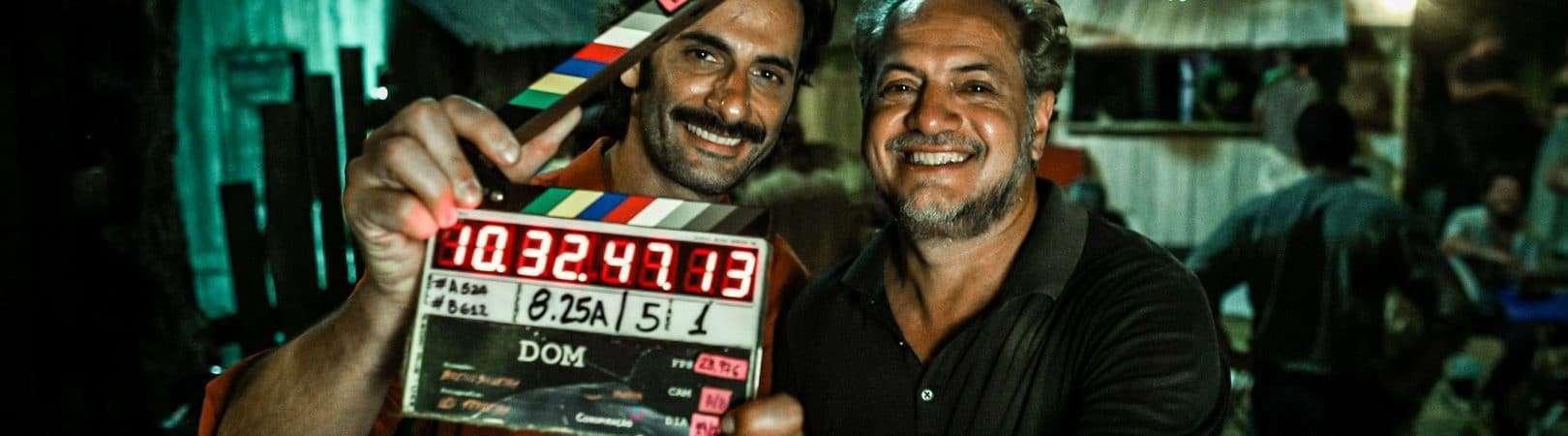 Breno Silveira e Flavio Tolezani no set de 'DOM'. Imagem: Serendipity/Divulgação