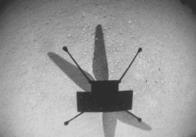 Foto aérea tirada pelo helicóptero Ingenuity, que completou em julho seu nono voo em Marte