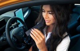 Ford lança perfume com cheiro de gasolina para donos de carros elétricos saudosistas