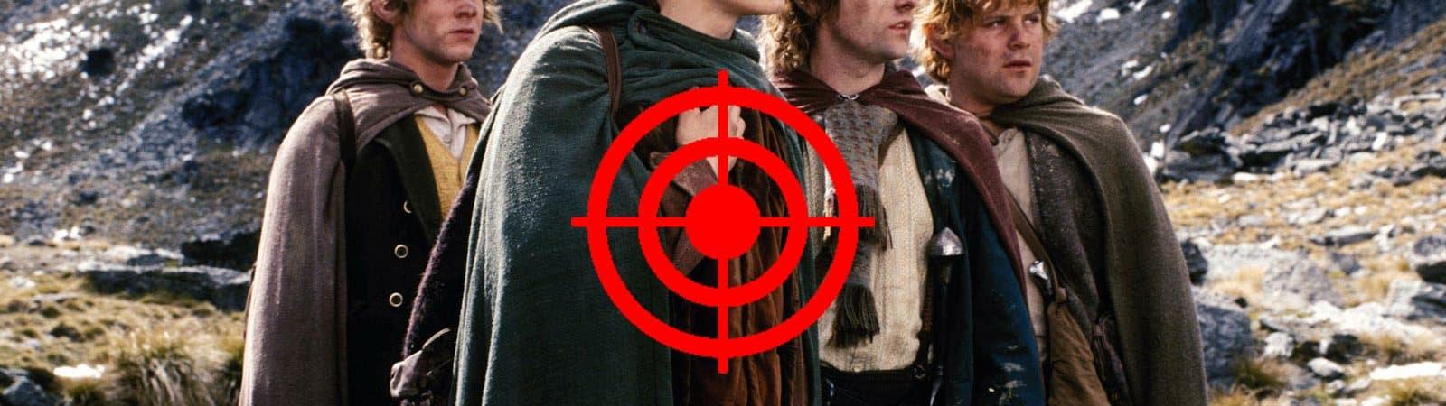 Imagem mostra os quatro hobbits da trilogia cinematográfica 'O Senhor dos Anéis', com um alvo vermelho no centro da imagem