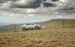 SUV elétrico da Jaguar completa Everesting Challenge com apenas uma carga