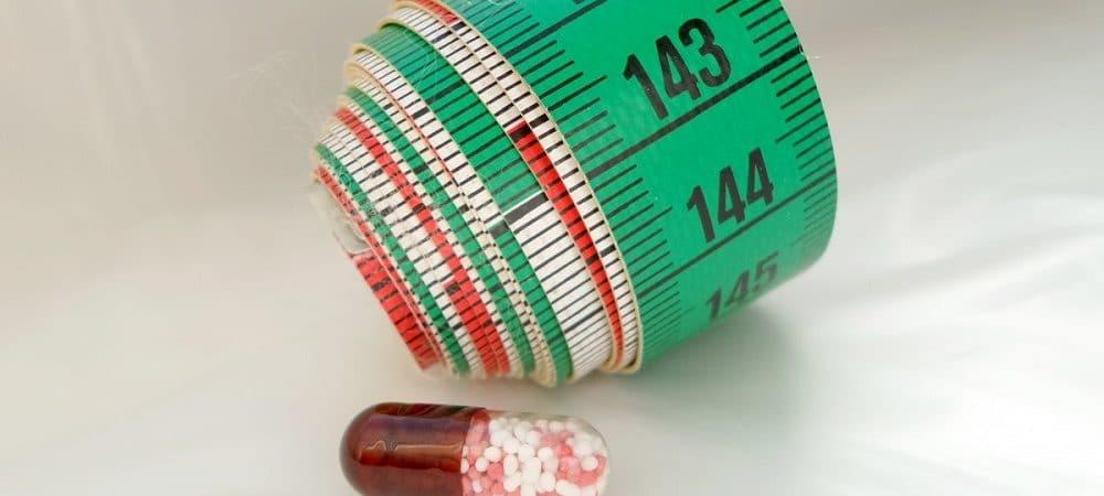 Uma pílula e uma fita métrica