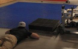 Robô constrói mural de dominós de Mario Bros. com 100.000 peças em um único dia