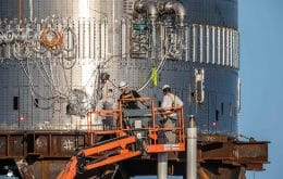 SpaceX instala motor Raptor no Falcon Super Heavy 3 e prepara o foguete para dois grandes testes já nesta semana