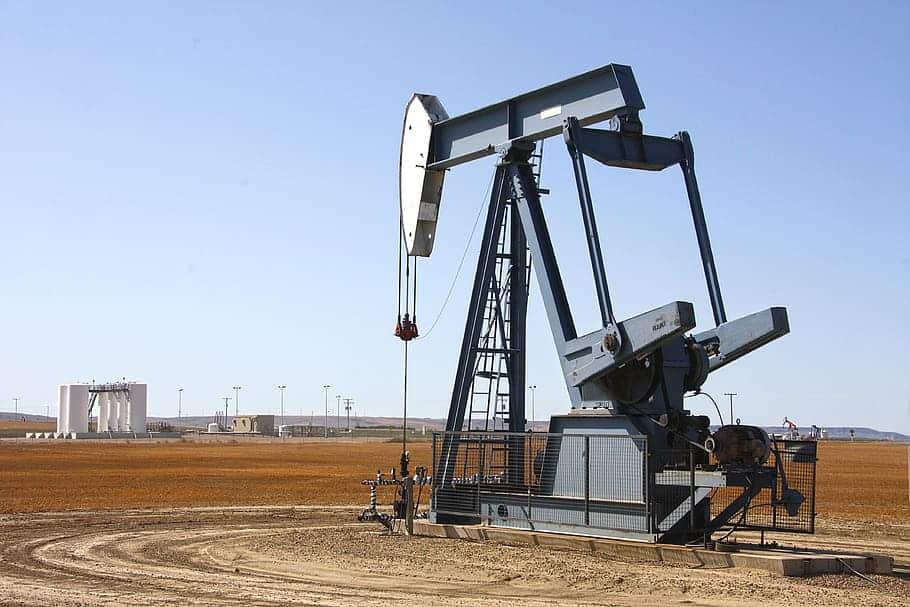 Máquina de extração de petróleo no Canadá