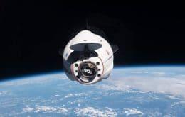 Cápsula tripulada da SpaceX troca portas de ancoragem na ISS