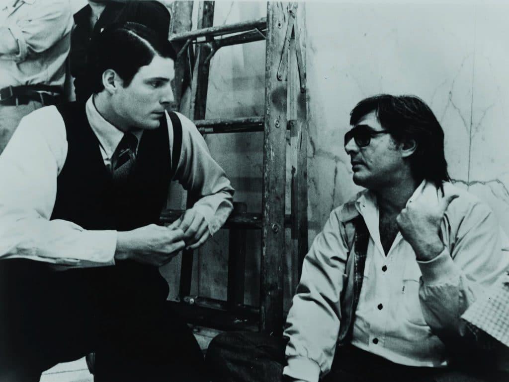 Richard Donner e Christopher Reeve nos bastidores de 'Superman' (1978). Imagem: Warner Bros./Divulgação