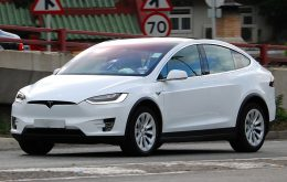 Tesla Model X sobrevive a tornado e registra tudo, veja o vídeo
