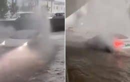 """""""Modo Barco"""": los videos del Tesla Model 3 en las inundaciones dan miedo y al mismo tiempo son sorprendentes"""