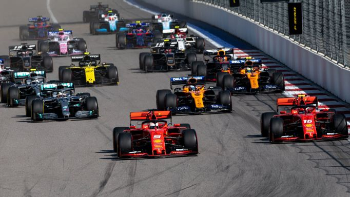 Início da corrida no Grande Prêmio de Fórmula 1 da Rússia, em 2019. Imagem: Mikhail Kolesnikov / Shutterstock.com