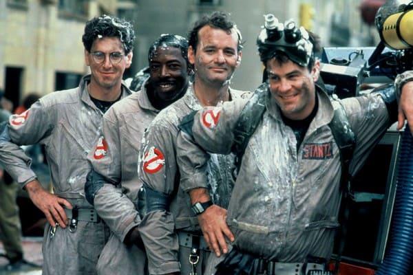 Os membros do elenco original do clássico 'Os Caça-Fantasmas' (1984). Imagem: Sony Pictures/Reprodução