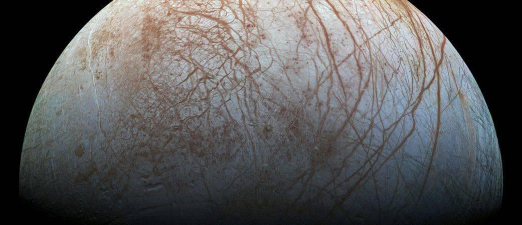 Imagem mostra a superfície de Europa, a lua de Júpiter