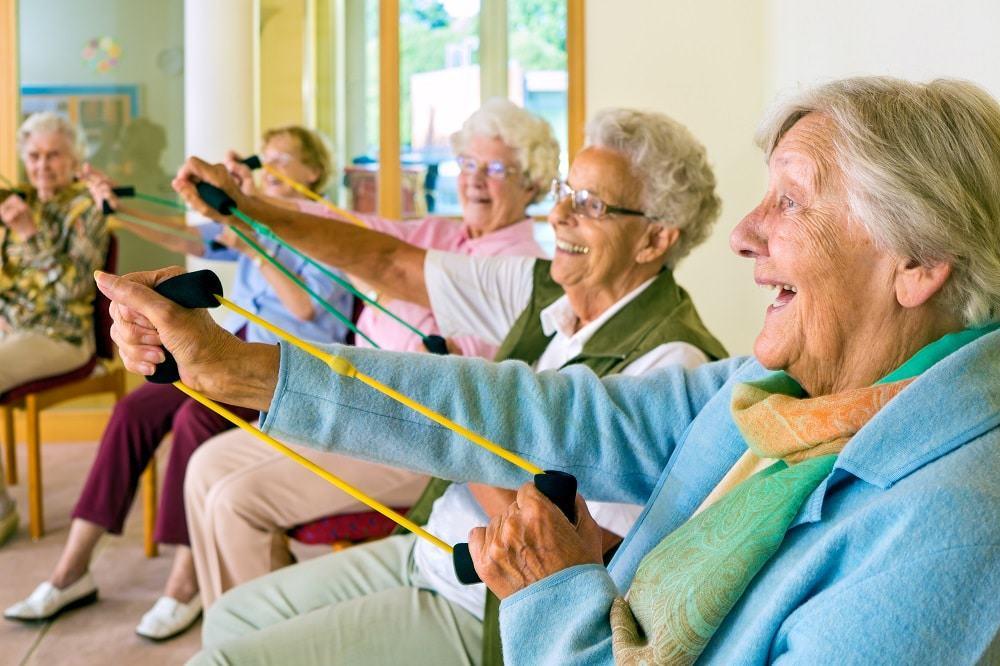 A vida aos 80: desenvolver atividades é importante para um envelhecimento saudável. imagem: Belushi/iStock