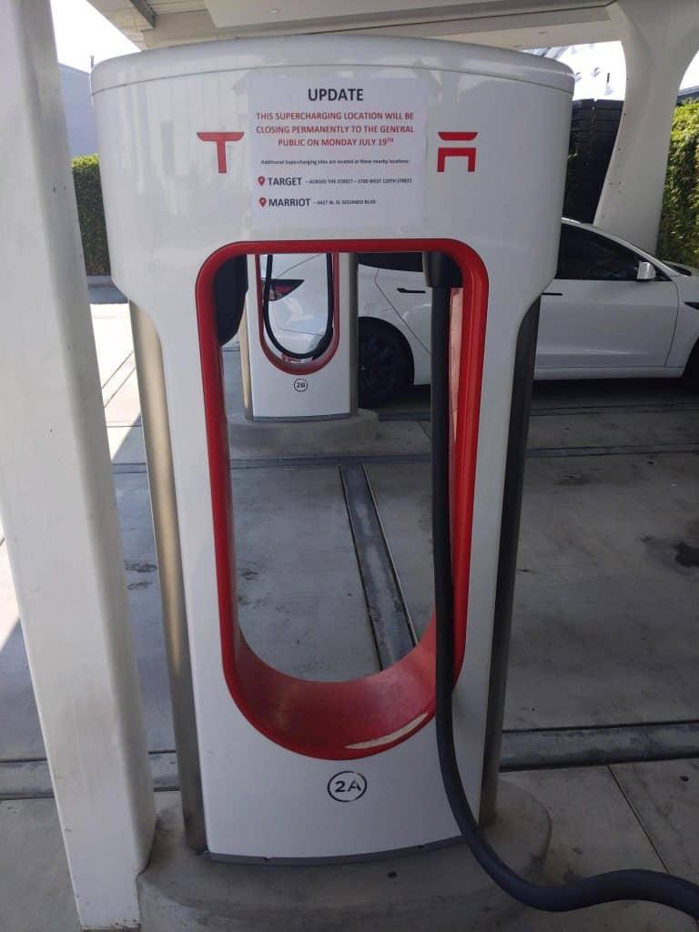 Primeira estação Supercharger da Tesla é fechada por questões de segurança. Imagem: Electrek/Reprodução