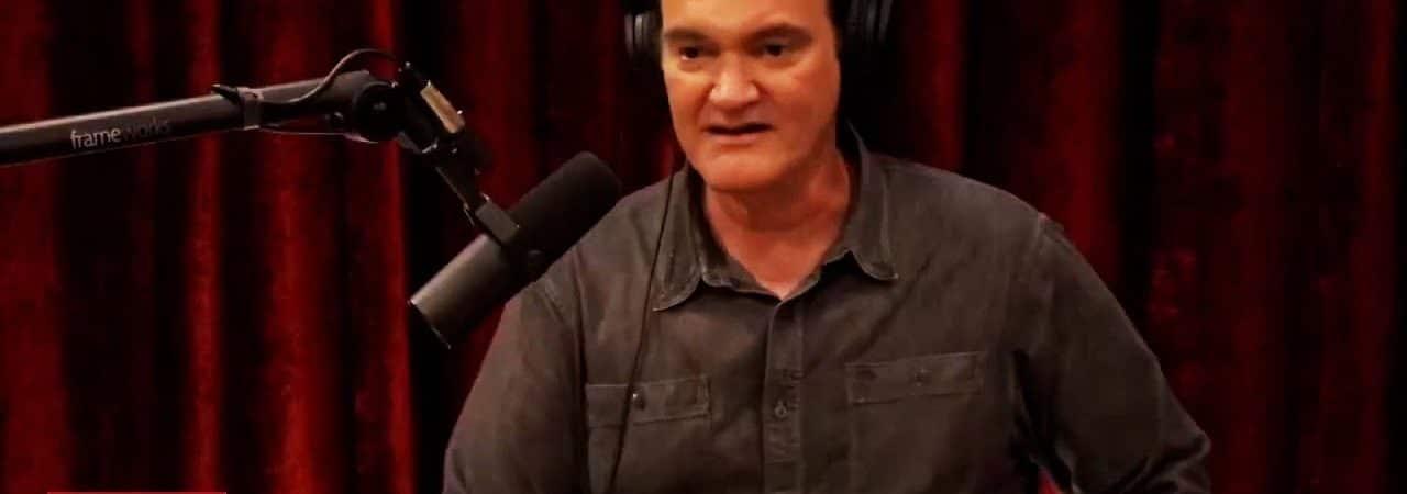 De forma bem-humorada, Quentin Tarantino rebate várias controvérsias e críticas de carreira. Imagem: THR/Reprodução