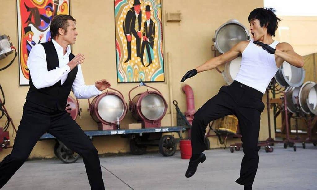 Brad Pitt e Mike Moh em 'Era uma vez em... Hollywood'. Imagem: Sony Pictures Releasing/Divulgação