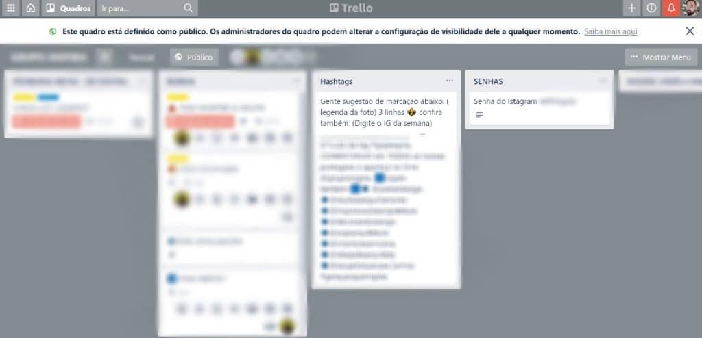 Imagem mostra um quadro de usuários do Trello, contendo informações de senhas de ferramentas internas
