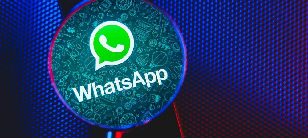 Imagem mostra uma lupa aumentando a imagem do ícone do WhatsApp