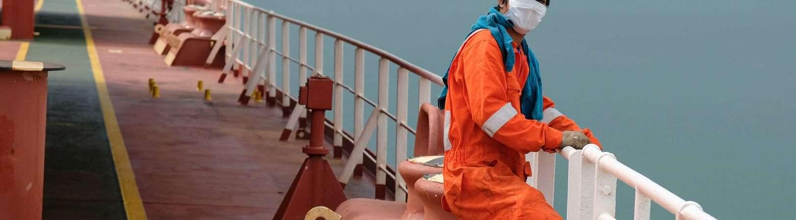 Navio porto covid cargueiro